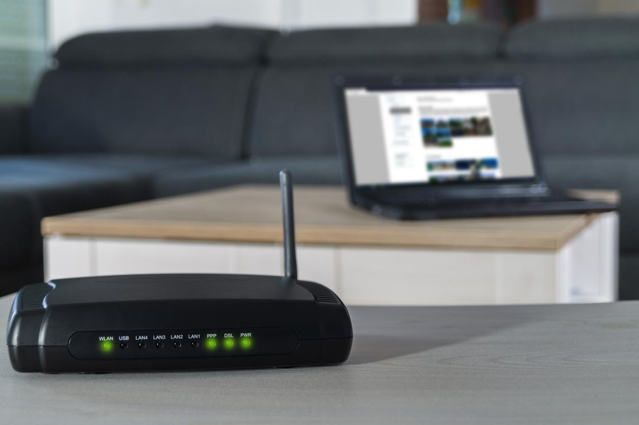 プロバイダ一体型の光インターネットサービス。スマホと一緒のセット割でコスト削減に。