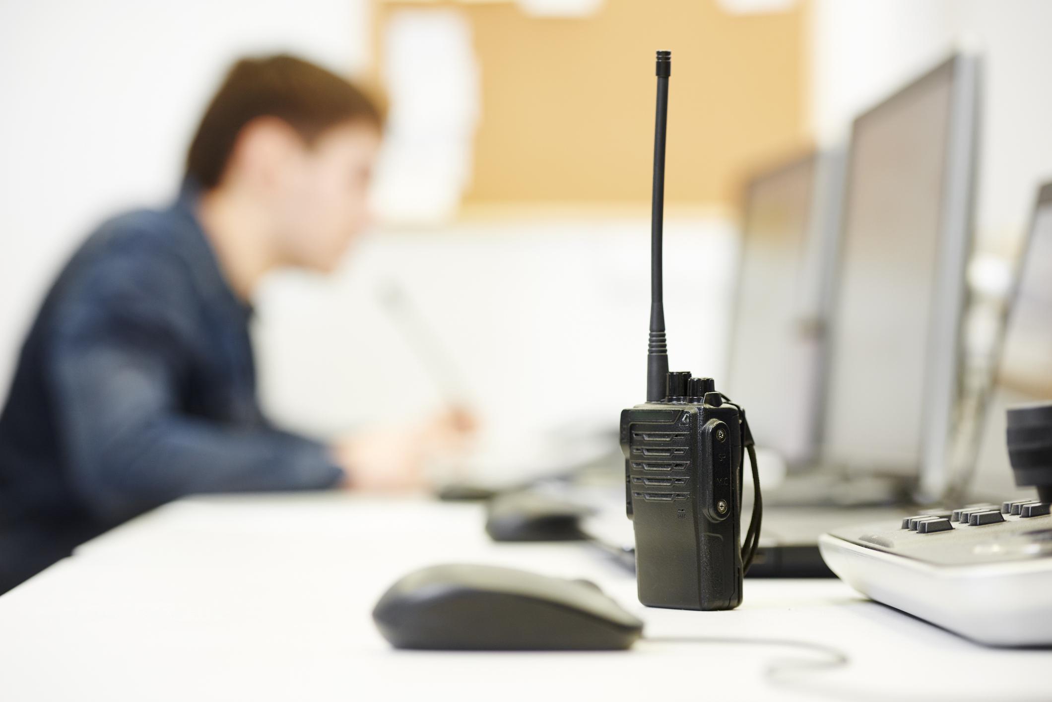 携帯電話の通話エリアを利用した、通信距離制限のない無線システム。