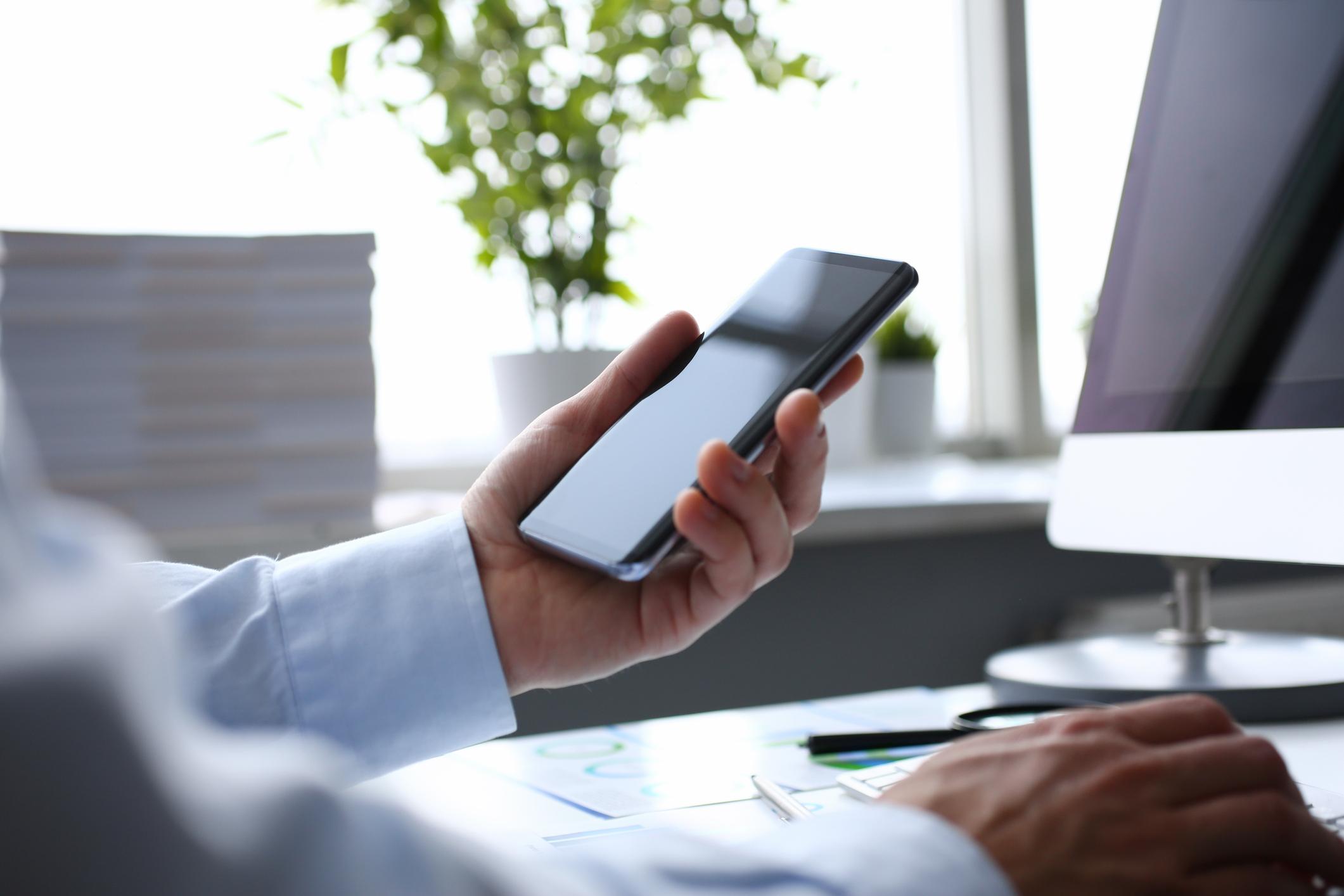 法人用スマートフォンの導入で業務効率アップ