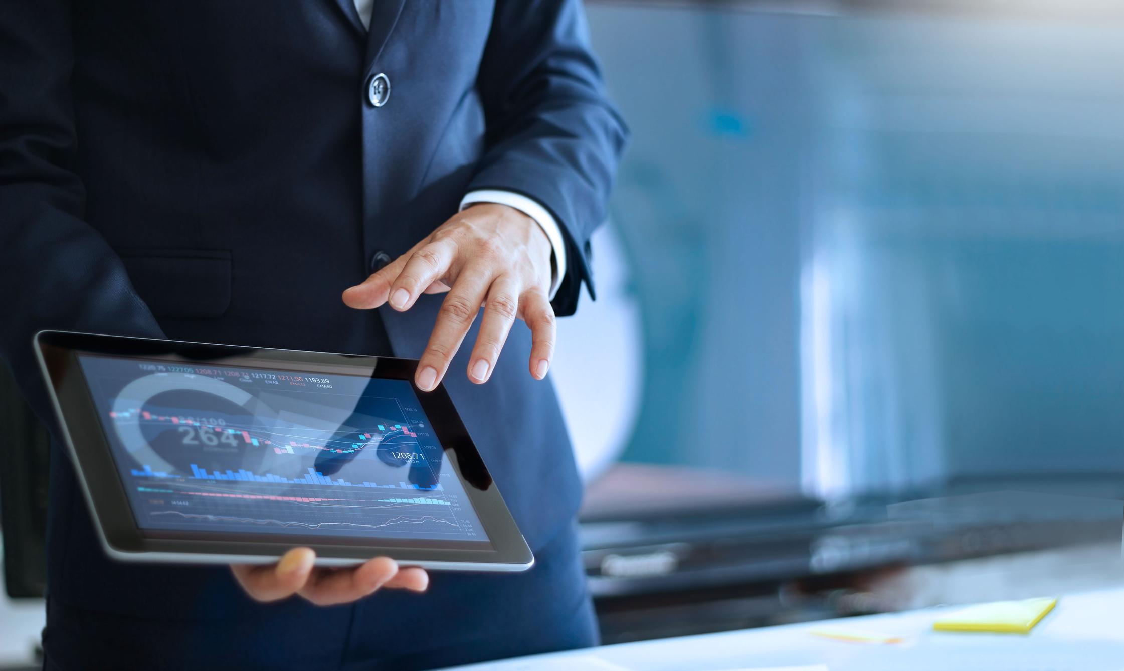 資料を手軽に持ち運び、 外出先や営業シーンでもスマートに活躍